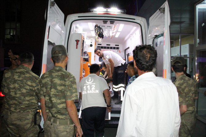 Erzincan'da Askeri Araç Kaza Yaptı