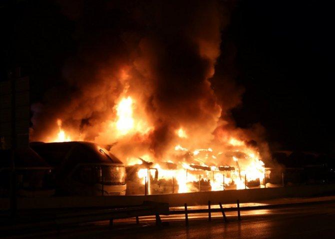 6 yolcu otobüsü yandı
