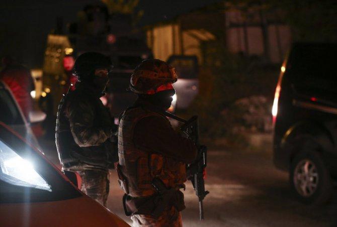 Polise Kalaşnikofla Saldırdılar