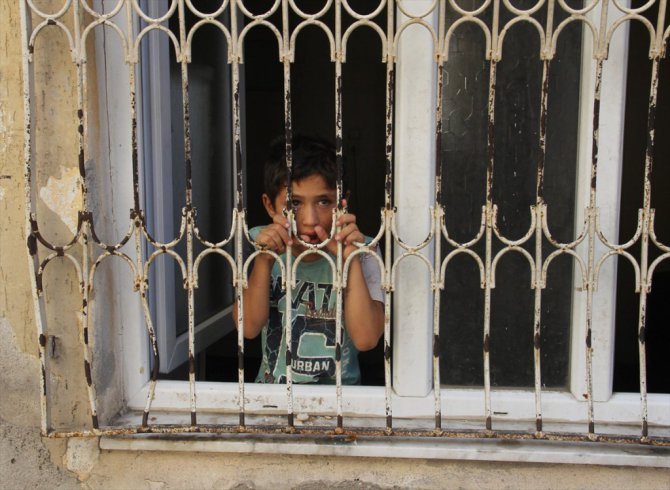 Suriyeli çocuklara polis sahip çıktı