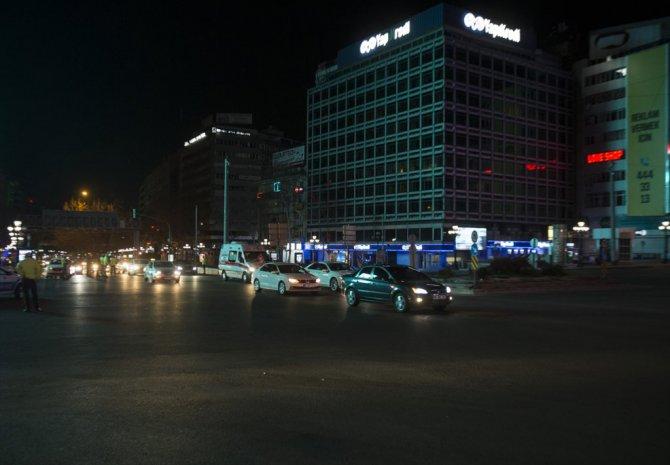 Başkentte sokağa çıkma yasağının ardından bazı kişiler araçlarıyla trafiğe çıktı